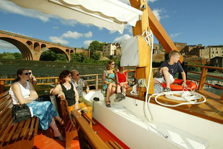 Trip on a traditional 'gabarre' barge - Albi (Tarn)